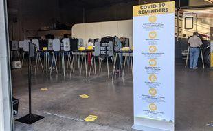 Un bureau de vote à Yorba Linda, en Californie, lors de la présidentielle américaine, le 3 novembre 2020.