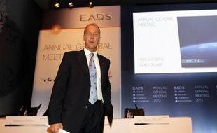 Le patron du groupe aéronautique et de défense EADS Tom Enders s'est dit prêt jeudi, dans un entretien au journal allemand Bild, à discuter avec les Etats de garanties en terme d'emplois et d'implantations de sites en cas de fusion avec le britannique BAE.