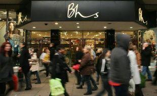La chaîne de grands magasins britanniques BHS, qui emploie environ 11.000 personnes, a été placée sous administration judiciaire en raison de ses problèmes financiers