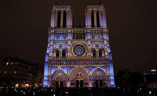 Le spectacle son et lumière «Dame de Cœur» met en valeur la cathédrale de Paris jusqu'au 11 novembre et est l'une des célébrations du centenaire de la Première Guerre mondiale.