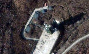 De récentes observations par satellite du territoire nord-coréen ont confirmé d'importants travaux sur le site depuis lequel a été lancé un missile de longue portée en décembre, a indiqué mardi un centre d'études américano-coréen.