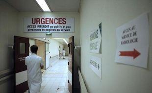 Dans les couloirs truffés d'amiante du CHU de Caen, le personnel de longue date sous pression est inquiet pour la qualité à venir des soins dans un hôpital plombé par les déficits, mais compte sur l'Etat pour redresser la barre.