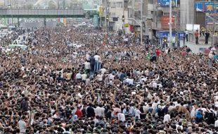Lundi 15 juin, des centaines de milliers d'Iraniens pro-Moussavi sont toujours rassemblés à Téhéran.