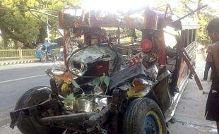 L'un des deux véhicules de la collision, aux Philippines, le 25 décembre 2017.