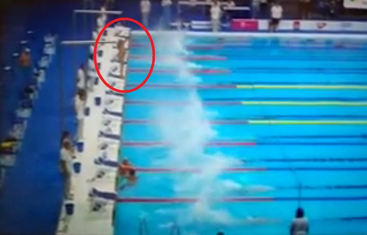 Le nageur espagnol a observé seul une minute de silence – Facebook