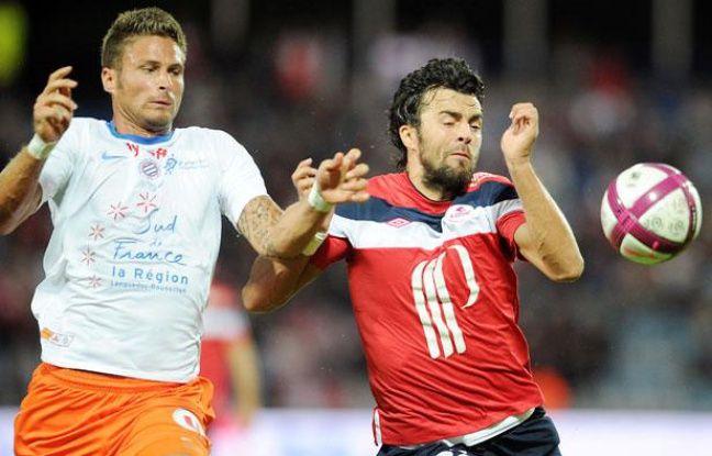 Le Montpelliérain Olivier Giroud (à gauche) à la lutte avec le Liloois MarkoBasa, le 14 août 2011, au Stadium Nord.