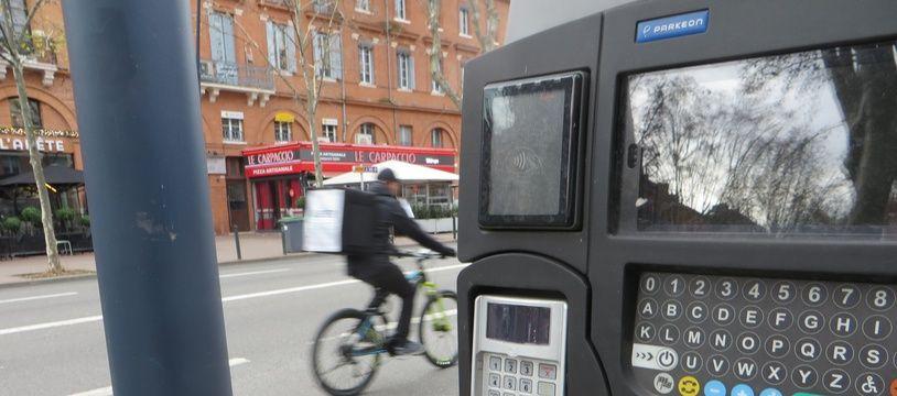 En centre-ville, le temps maximum de stationnement est limité à 2 heures. Après, c'est le coup de bambou.
