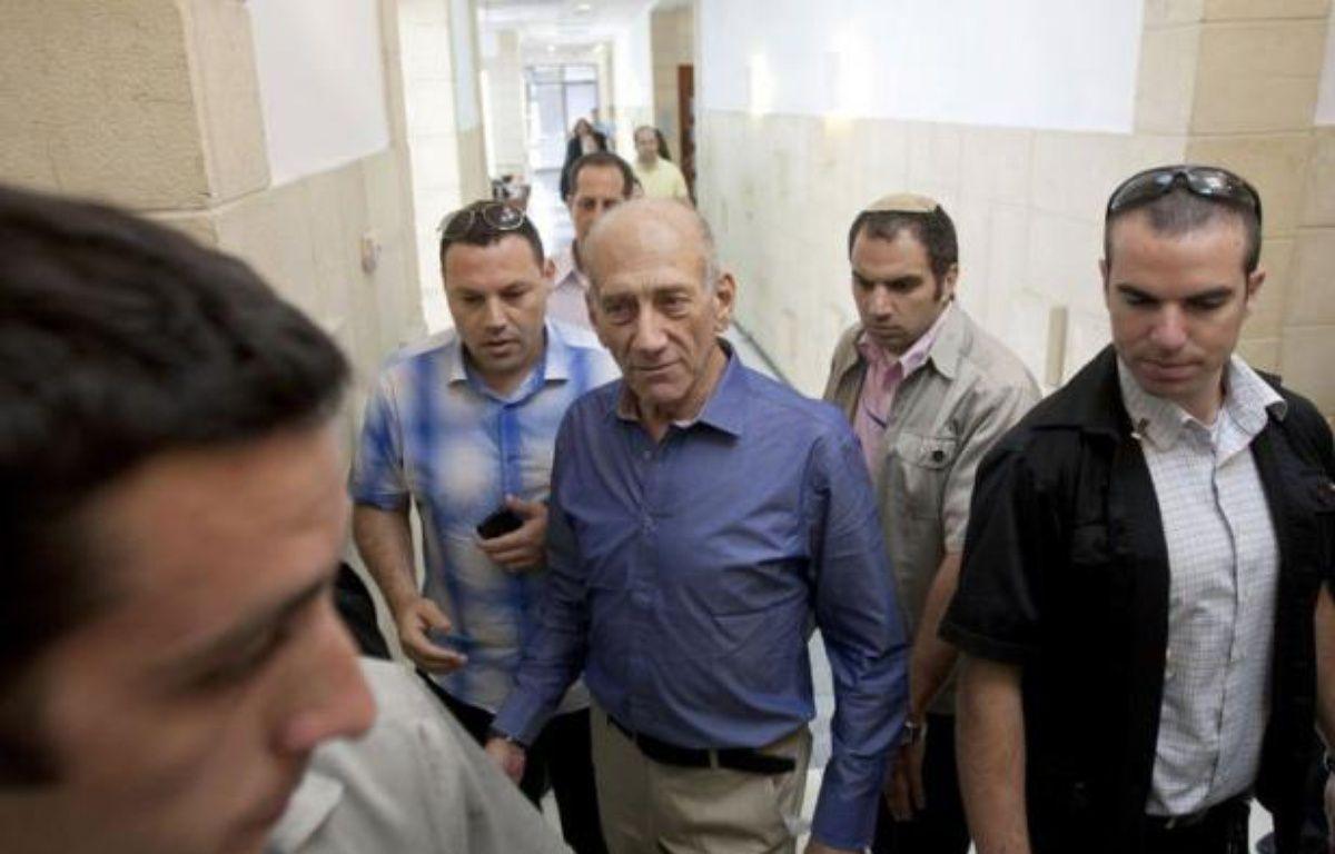 L'ex-Premier ministre israélien Ehud Olmert a été jugé coupable dans une affaire de corruption mardi par le Tribunal de district de Jérusalem qui l'a en revanche acquitté de cette même charge dans deux autres dossiers, au terme d'un retentissant procès. – Ariel Schalit afp.com