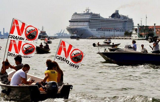 648x415 militants environnementaux brandissent banderoles non navires croisiere bord petites embarcations moteur lagune venise alors msc orchestra quitte veni