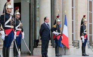 François Hollande sur le perron de l'Elysée, 18 mars 2014 à Paris