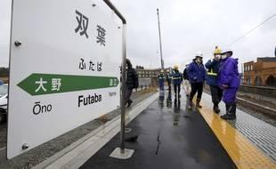 Travaux sur la ligne de train Joban, interrompue dans un rayon de 20km autour de la centrale de Fukushima, le 7 mars 2019.