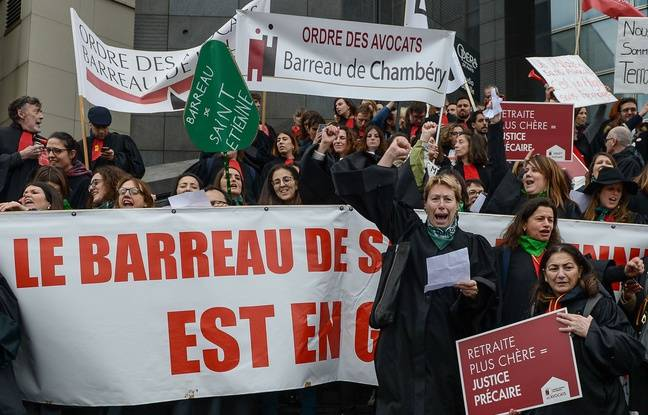 Reforme des retraites: Les avocats votent la poursuite de leur mouvement