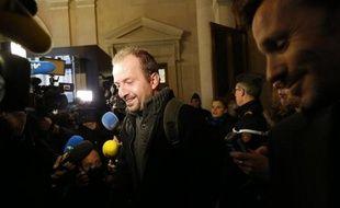 La cour d'appel de Paris rend vendredi après-midi sa décision concernant le président de L'Arche de Zoé Eric Breteau et sa compagne Emilie Lelouch, qui avaient tenté en 2007 d'exfiltrer du Tchad vers la France 103 enfants présentés comme des orphelins du Darfour.