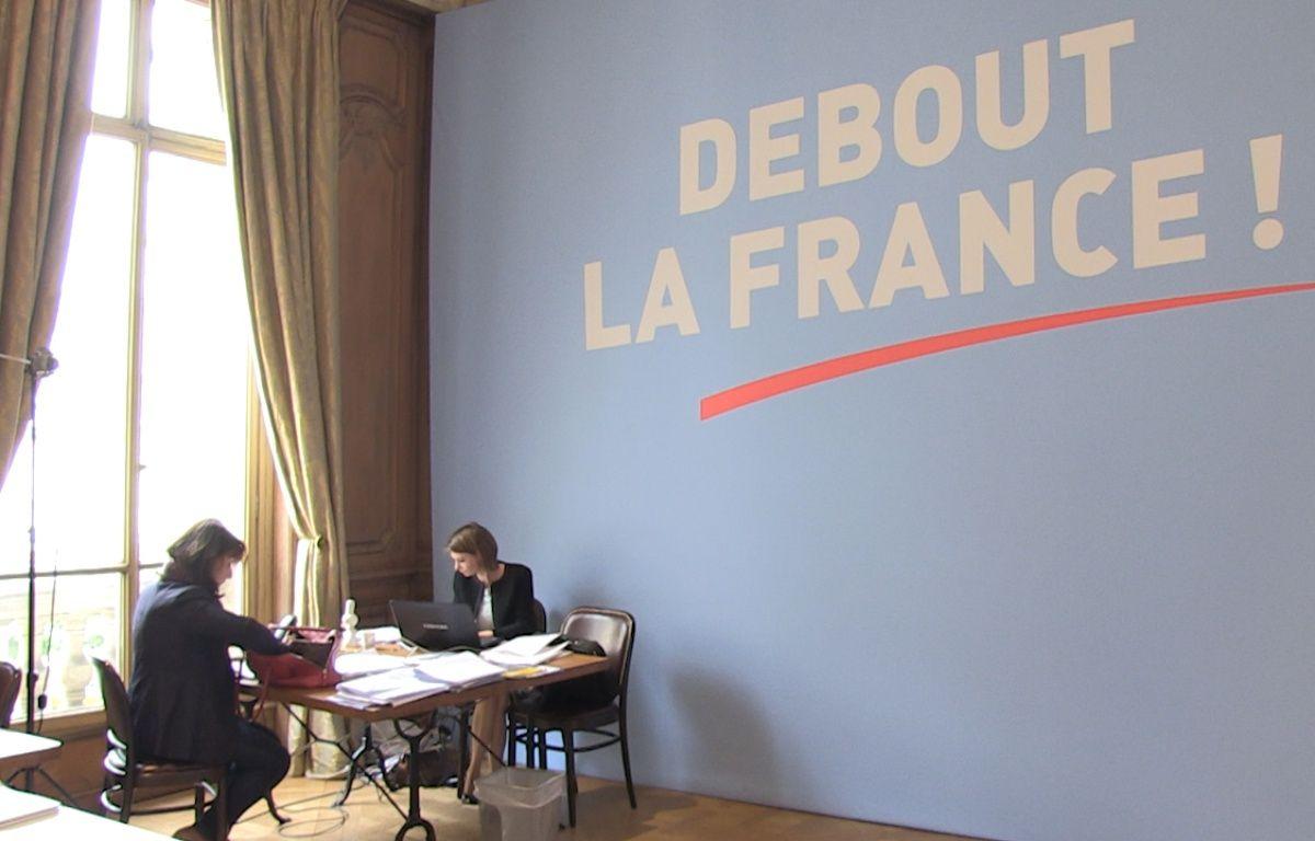 Dans le QG de Nicolas Dupont-Aignan. – Émilie Petit