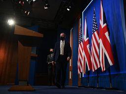 Le secrétaire britannique aux Affaires étrangères Dominic Raab (à droite) assiste à une conférence de presse avec le secrétaire d'État américain Antony Blinken à la suite de leur réunion bilatérale à Londres le 3 mai 2021, lors de la réunion des ministres des Affaires étrangères du G7.