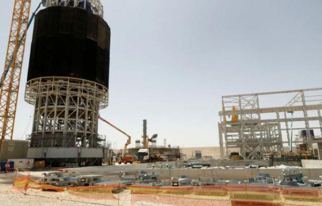 La tour solaire Ashalim en construction dans le désert du Neguev en Israël, le 26 mai 2016