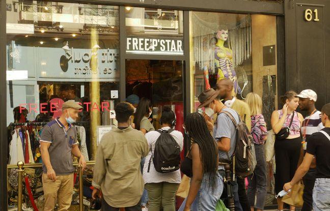 File d'attente devant le magasin Free'p'star, rue de la Verrerie, 4e arrondissement de Paris