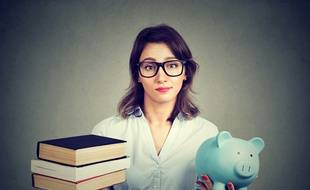 L'État facilite l'accès au crédit des jeunes pour financer leurs études supérieures.