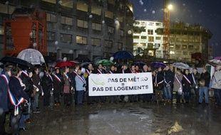 Une trentaine d'élus d'Ile-de-France ont bloqué le chantier de construction de 300 logements sur le plateau de Saclay pour «rappeler à l'Etat son engagement de construire la ligne 18 du Grand Paris».