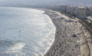 Déjà du monde sur les plages niçoises, le 11 juillet 2020.