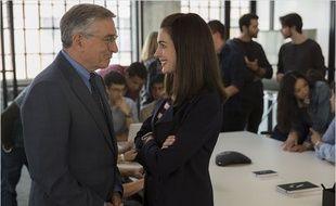 Robert De Niro et Anne Hathaway dans Le nouveau stagiaire