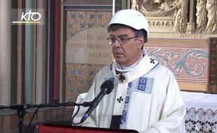 L'archevêque de Paris Mgr Michel Aupetit a célébré samedi 15 juin, en comité restreint, la première messe à Notre-Dame depuis l'incendie
