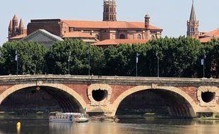 Vue de la Garonne et du Pont-Neuf depuis le pont Saint-Michel à Toulouse.
