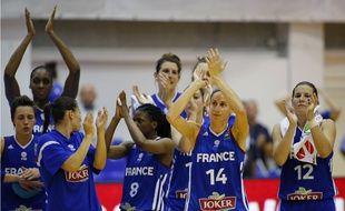 L'équipe de France féminine de basket après sa victoire contre la Roumanie, à Timosoara, dans le cadre de l'Euro 2016, le 14 juin 2015.