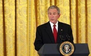 Le président George W. Bush a assigné mercredi pour la première fois aux Etats-Unis un objectif au-delà du simple court terme pour réduire les émissions responsables du changement climatique, mais sans annoncer de nouvelle mesure précise ou contraignante.
