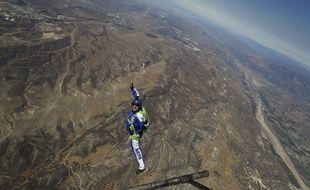L'Américain Luke Aikins va se jeter dans le vide au dessus de la Simi Valley (Californie) sans parachute, le 30 juillet 2016.