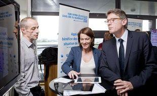 Le 10 juin. Lancement de l'operation - Faire entrer l'école dans l'ère du numérique - en présence de Vincent Peillon, ministre de l'éducation nationale au lycée Diderot à Paris. Démonstration des dernières innovations deployées dans les écoles
