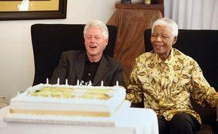 L'ancien président américain Bill Clinton s'est rendu chez Nelson Mandela mardi dans le village de Qunu, dans le sud-est de l'Afrique du Sud, où le héros de la lutte anti-apartheid a passé une partie de son enfance et où il doit fêter mercredi son 94e anniversaire.