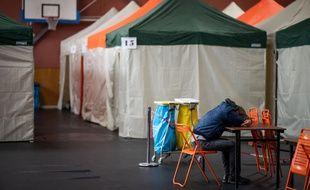 Vingt-cinq couchages sous tentes vont être installés dans le gymnase Joël-Paon à Nantes.