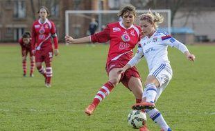 Eugénie Le Sommer, ici lors d'un match à Issy en janvier dernier, a inscrit un but lors du 16e de finale de Ligue des champions aller en Pologne.