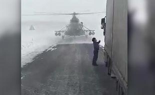 Un hélicoptère s'est posé sur une route pour demander son chemin