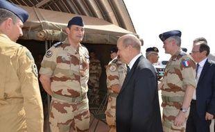 Le ministre français de la Défense, Jean-Yves Le Drian, qui rencontrait jeudi les soldats français basés à Bangui, a écarté le risque d'un enlisement pour la France, près d'un mois après le lancement de l'opération Sangaris qui peine pour le moment à mettre fin aux violences.