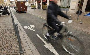 Un vélo dans le centre-villde de Lille (archives)