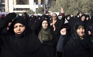 En Iran depuis ce jeudi 28 décembre 2017, manifestants prorégime et antirégime défilent dans les rues de plusieurs villes du pays, touché par le chômage et l'inflation.