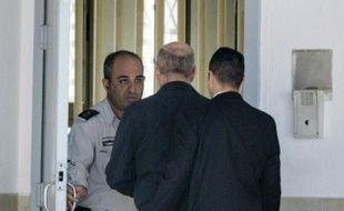 L'ex-Premier ministre israélien Ehud Olmert à son arrivée le 15 février 2016 à la prison de Maasiyahu à Ramle