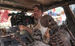 Plus de 15 ans après son premier film « L'Armée des morts », Zack Snyder revient aux zombies avec « Army of the Dead » (oui c'est le même titre)