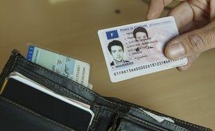 Paris le 15 septembre 2013. Illustration nouveau permis de conduire format carte de credit.