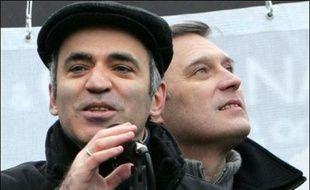 Des milliers de manifestants de l'opposition et de sympathisants pro-Kremlin sont attendus samedi à Moscou, où plusieurs rassemblements doivent se tenir à la mi-journée, au milieu d'un important dispositif policier.