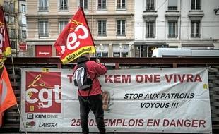 Les salariés de Kem One ont manifesté mercredi après-midi devant le palais de justice de Lyon.