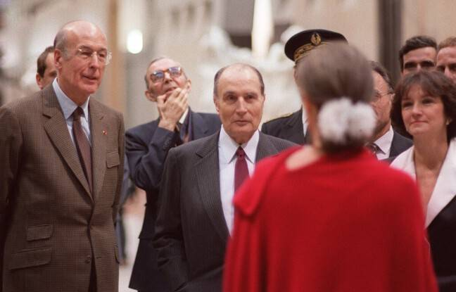 Valéry Giscard d'Estaing, François Mitterrand et Anne Pingeot, de dos, lors de l'inauguration du musée d'Orsay en 1986. (archives)