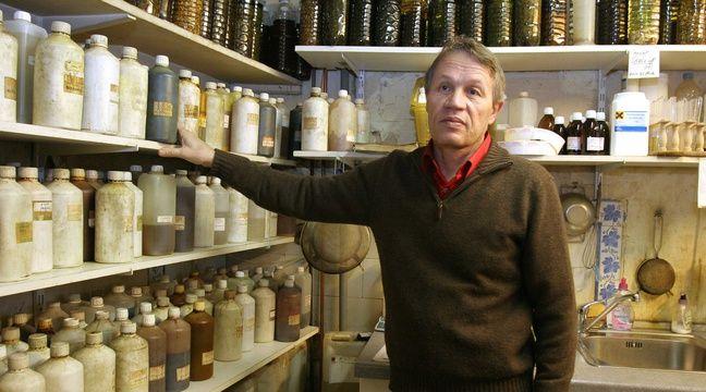 paris  un an ferme requis contre l u0026 39 herboriste qui pr u00e9tendait combattre le sida