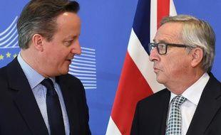 Le Premier ministre britannique David Cameron et le président de la Commission européenne Jean-Claude Juncker à Bruxelles le 16 février 2016