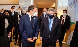 Le chef de l'Etat, Emmanuel Macron, et le président du CIO, Thomas Bach, à Tokyo, le 23 juillet 2021, jour d'ouverture de la compétition.
