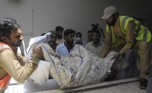 """Le Comité international de la Croix-Rouge (CICR) avait eu des contacts avec les ravisseurs de son employé enlevé au Pakistan et retrouvé dimanche décapité, a indiqué lundi un porte-parole de l'organisation, refusant toutefois d'évoquer une éventuelle rançon. """"Nous avons dit que no"""