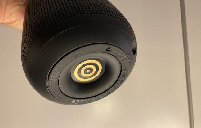 En plus d'une classique charge en USB-C, la Portable Speaker peut se recharger sur un socle, hélas non fourni.