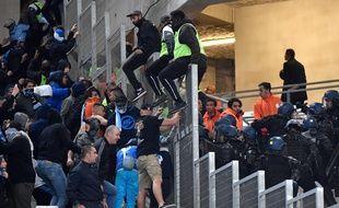 Les affrontements ont débuté dans le stade.